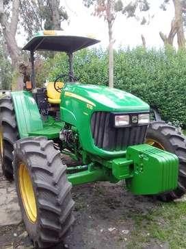 Vendo tractor año ,2013 /6500 horas llantas nuevas