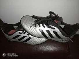 Vendo zapatillas Adidas Predator para niño originales  talla 31
