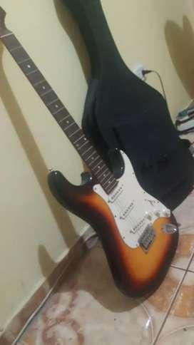 Guitarra electrica madera buena estado con estuche grueso y cable para amplificador. O se cambia por play 4 . Negociable