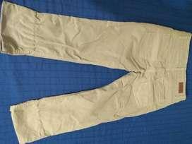 Remate de jens y pantalones Renzo Bambino excelente estado.