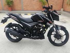 Se vende moto CR4 con seis meses de uso