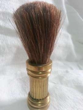 Antigua brocha de afeitar barbero mango bronce macizo