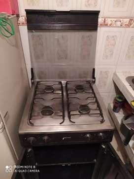 Sé vende estufa 4 puestos con gabinetes !!