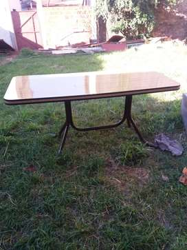 Vendo mesa de formica impecable