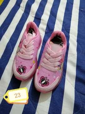 Zapatos para niño nuevos
