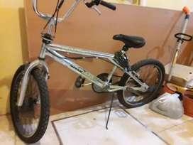 Bicicleta  cromada para niño/ adolescente