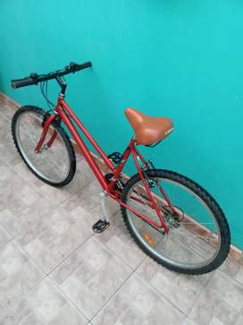 Vendo bicicleta para dama rodado 26, con 18 velocidades incluidas
