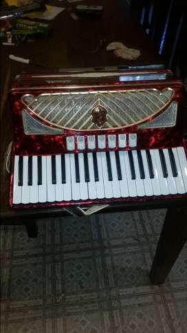 Vendo acordeon hohner 80 bajos