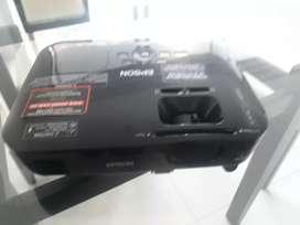 Vendo Video Beams Epson S18+ Salida HDMI Horas Lamparas Normal 616H  ECO 61H hrs, con su maletin y cables.