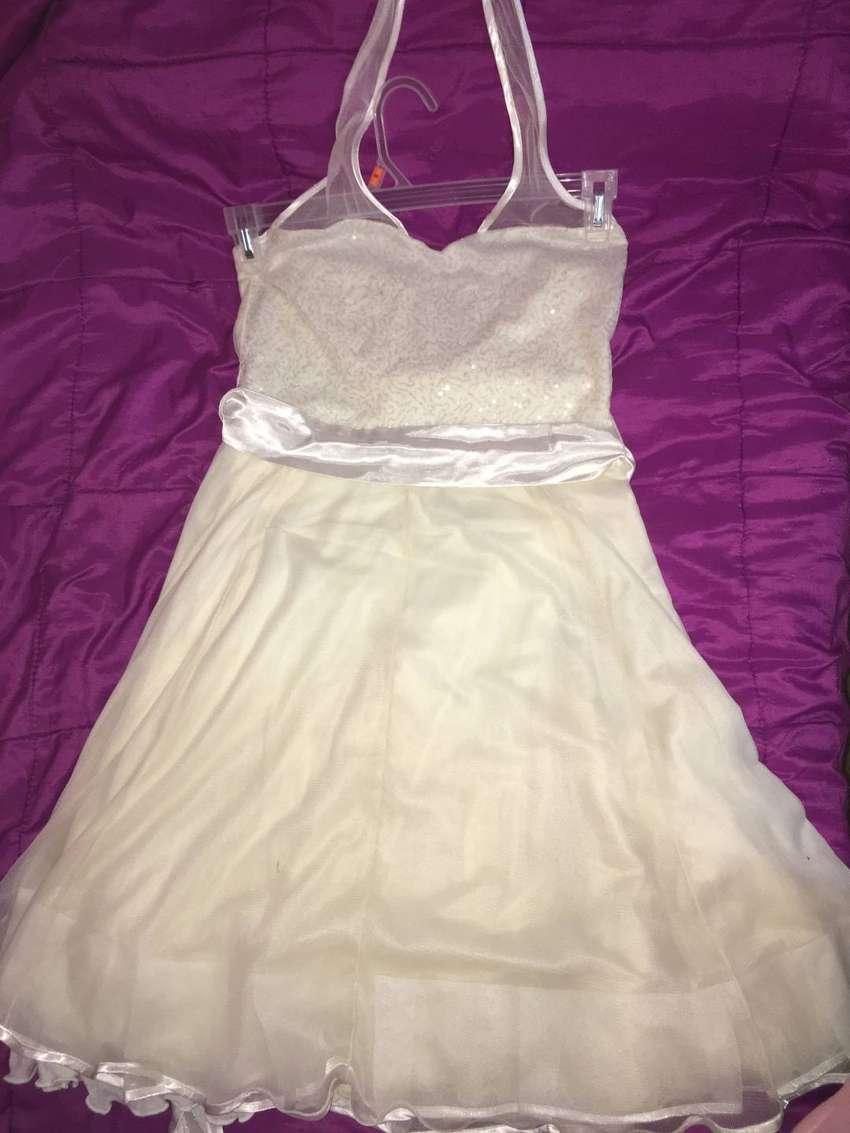Vestido corto de fiesta con brillos 0