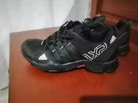 Se vendé zapatillas Adidas ax2