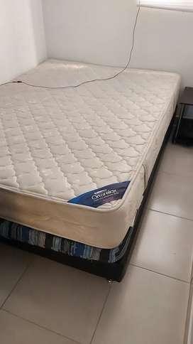 Vendo base cama con colchón