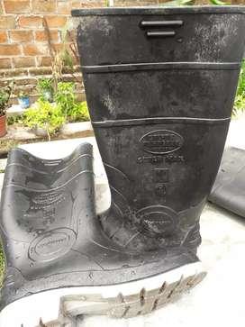 Botas de goma usadas