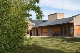 VENDO hermosa casa en barrio Rosauer de Cipolletti. Río negro