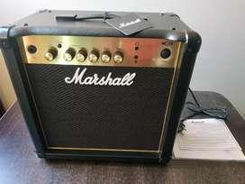 Amplificador para guitarra Marshall MG15