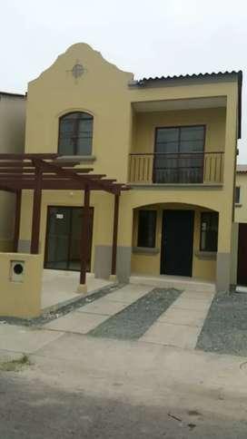 Alquiler de casa en Urb La Rioja