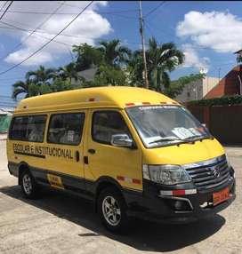 Se ofrece servicios de transporte Escolares y para Empresas