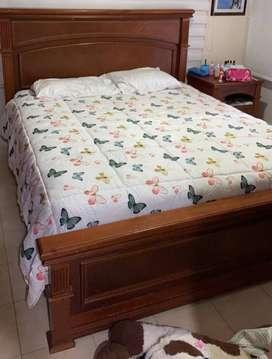 Vendo cama Queen en cedro