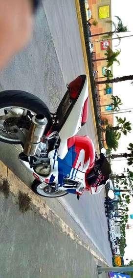 Vendo Honda CBR R600