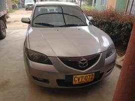 Vehículo Mazda 3 en buen estado