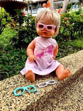 Muñeca con juego de gafas