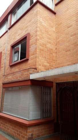 Venta casa Mallorca, Hayuelos, Bogota en conjunto cerrado