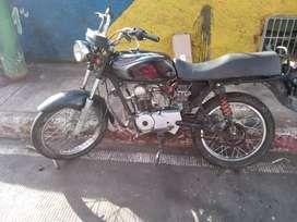 Se vende moto con tecnomecanica y seguro nuevo a nombre del comprador