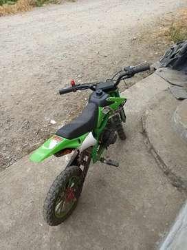 Se vende mini moto , en muy buen estado km 45 el precio es de 320 negociable