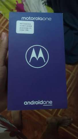 Se vende Motorola one con caja cargador un mes de uso