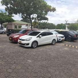 Alquilo vehículo para empresa o uso empresarial.