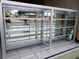 Vitrina aluminio y vidrio