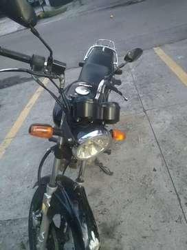 Vendo moto super económica con todo al dia