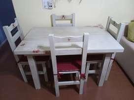 Mesa y sillas de pino, pintado, patinado y con decoupage