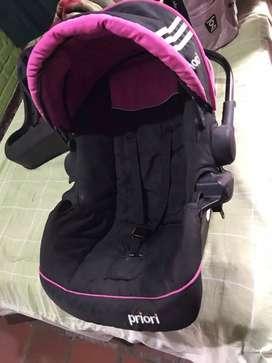 Coche y porta bebé para niña