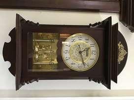 Reloj d pendulo oscilante Hawaco
