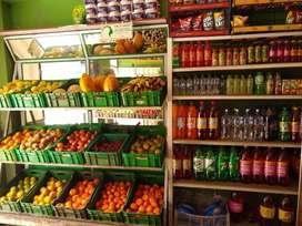 Establecimiento de comercio dedicado a la venta de víveres y verduras