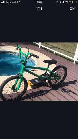 Bici asfalto repintada de verde rodado 20