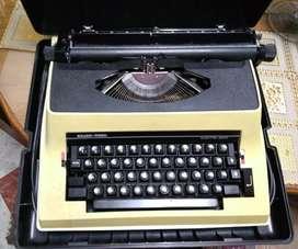 Máquina de escribir Eléctrica Silver Reed 2000