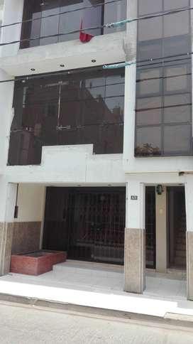 en pleno centro de chiclayo,vendo ex hostal.edificio de 4 pisos,inversion ideal para oficinas,consultorios,hostal.etc.