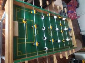 Futbolín en madera