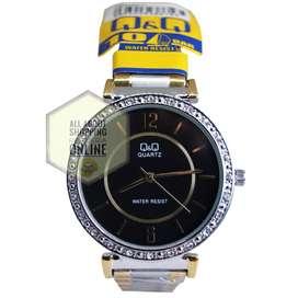 Reloj Análogo Q & Q Vq44j001y Plata Dorado Negro Dama Números
