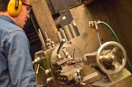 Se requiere ingeniero. técnico o tecnólogo industrial para ejercer el cargo de jefe de producción jefe de planta