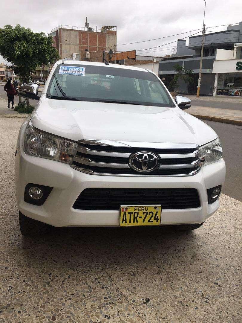 Toyota Hilux version Full