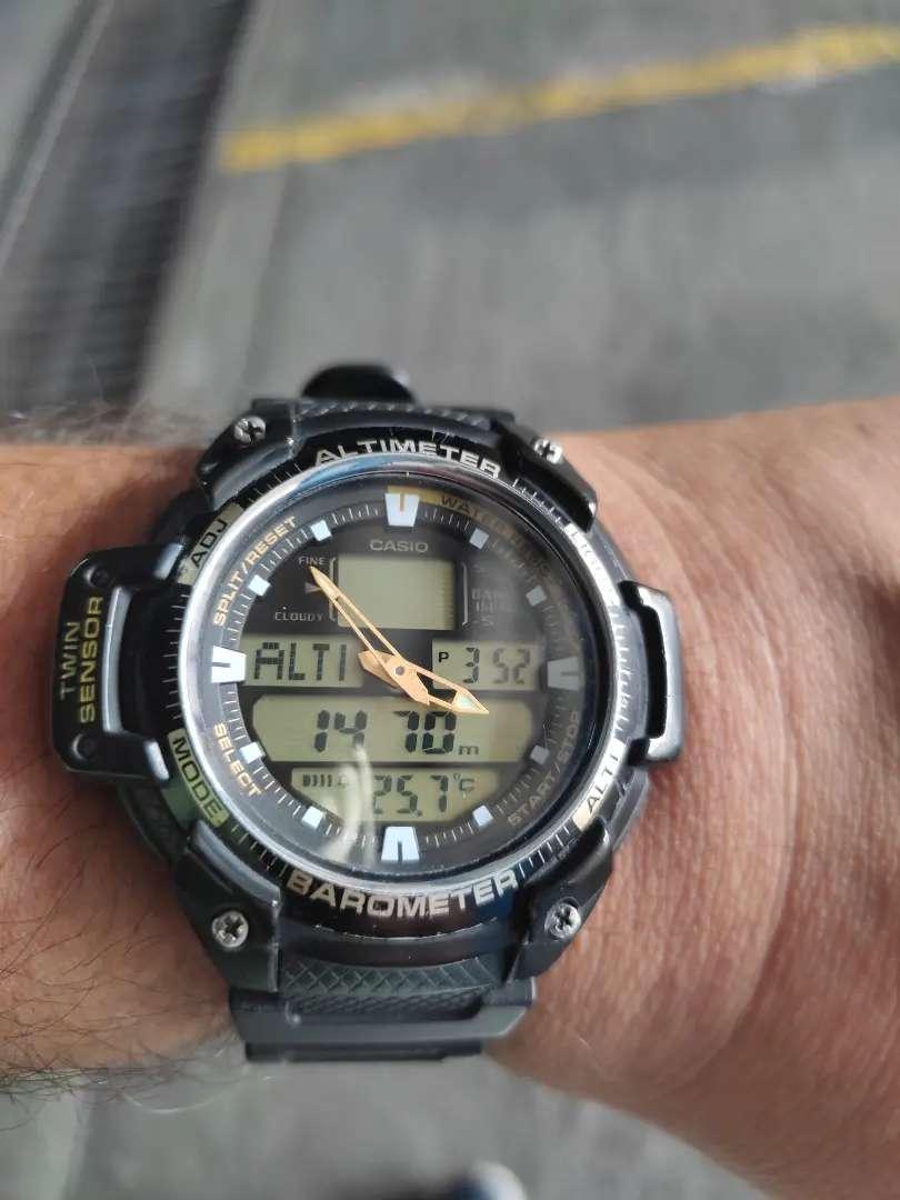 Reloj casio con altímetro.