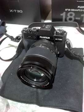 Camara Digital Fuji XT-30 a estrenar . Sin Uso mas accesorios.