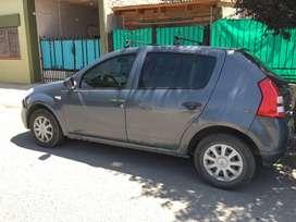 Vendo Renault Sedan 8 valvulas . 2011