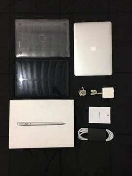 """MacBook Air 13 """"  2015 Como nuevo con accesorios"""