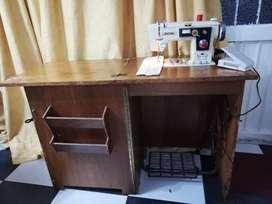 Maquina de coser Brother con mueble en buen estado