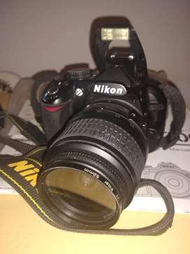 Cámara Nikon D3100 con lente  accesorios y bolsolso