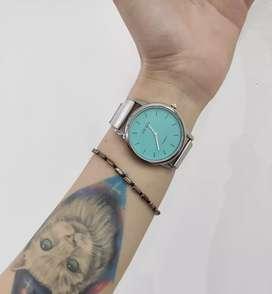 Reloj plateado NUEVO